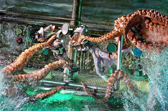 ataque de pulpos a muñecos hechos con pescados
