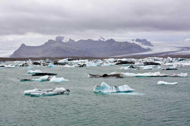 hielos flotando en el lago Jokulsarlon