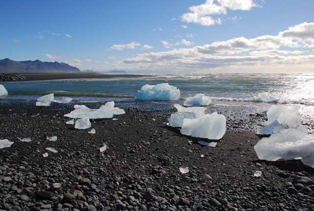 hielos a la orilla del lag Jokulsarlon, Islandia