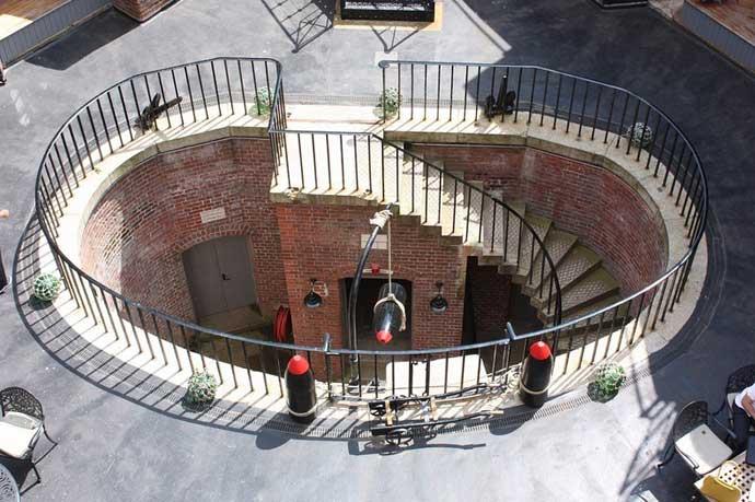 Hotel fortaleza Spitbank, escalera