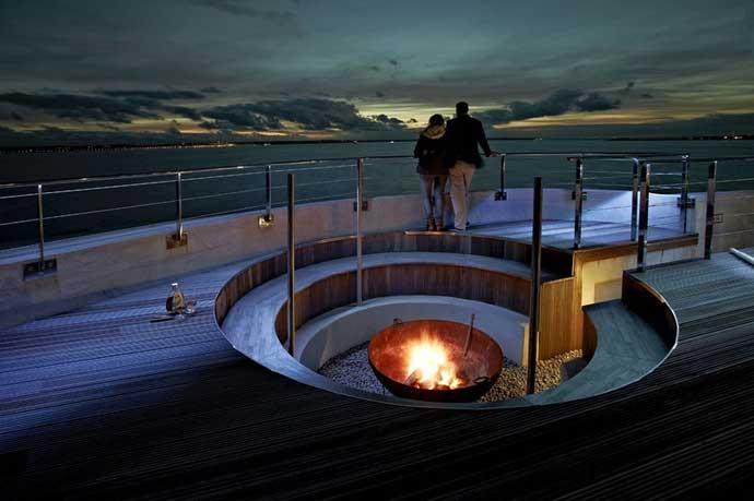 Hotel fortaleza Spitbank, terraza en la noche