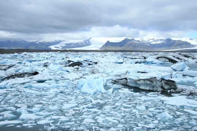 parto de hielos en el lago Jokulsarlon