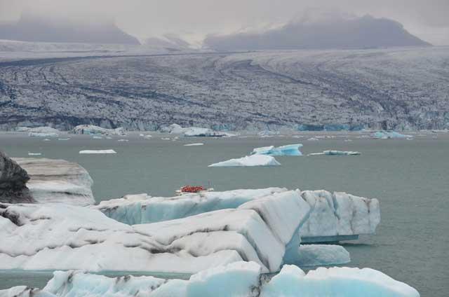 parto de icebergs en el lago Jokulsarlon