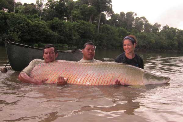 pez arapaima y Lesley DeSouza