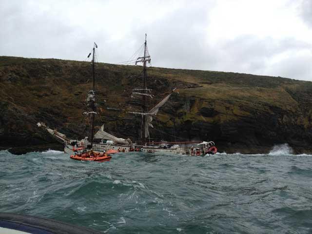 rescate en el velero Astrid en la costa de Irlanda