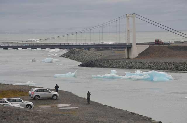 salida al mar de los icebergs glaciales