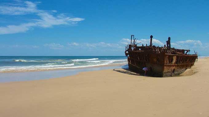 barco varado - Isla de Fraser, Queensland, Australia
