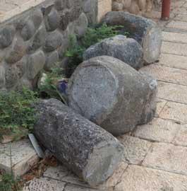 columnas romanas en la ciudad de Migdal