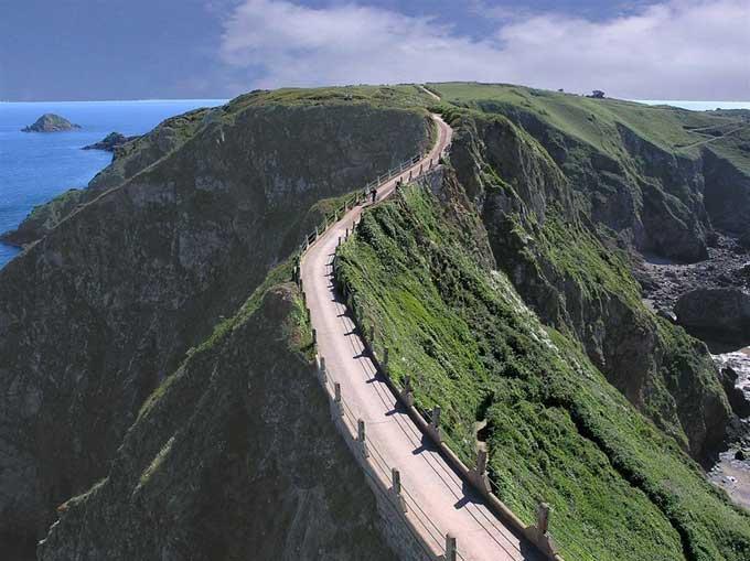 un camino en la Isla de Sark