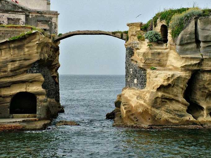 isla Gaiola - Italia, puente