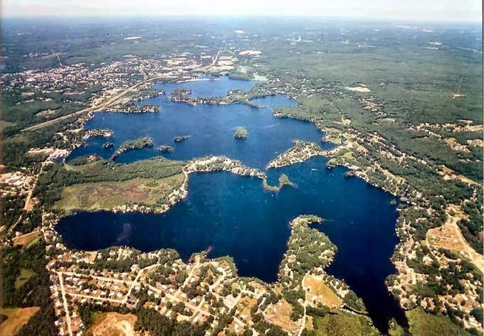 Lago Chargoggagoggmanchauggagoggchaubunagungamaugg, vista aérea
