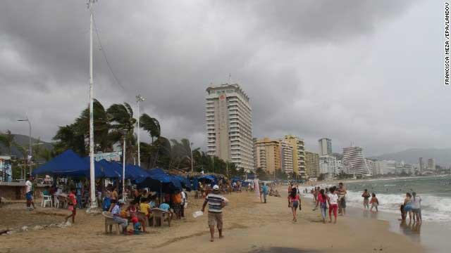 la tormenta tropical Raymond sobre Acapulco