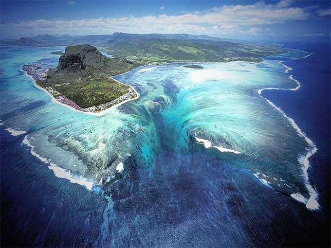 cascada submarina en la Isla Mauricio, Ilusión
