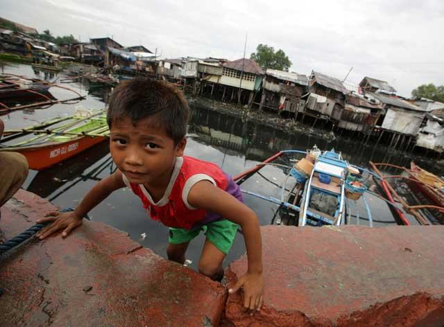 niño afectado por el tifón Haiyan, Filipinas