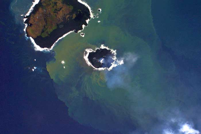 nueva isla en Nishinoshima 1-12-2013