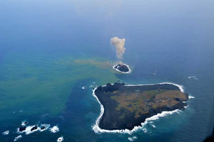 Nueva isla en Nishinoshima, Japón 2013-11-22