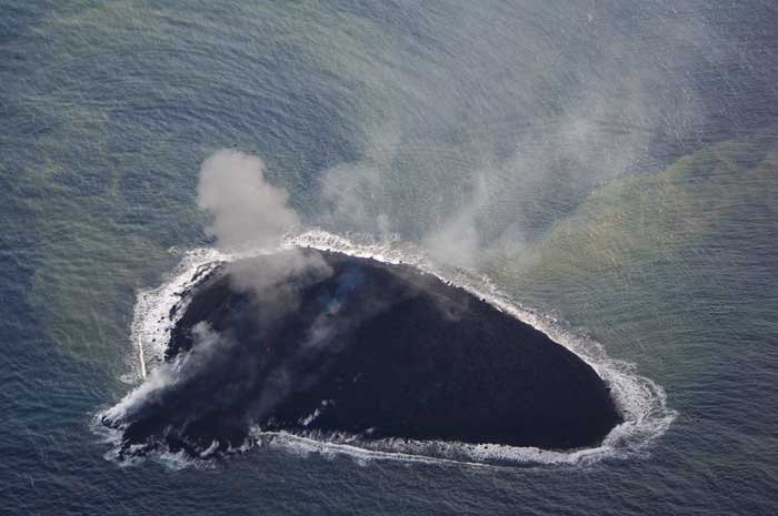 nacimiento de nueva isla en Nishinoshima 2013-11-24