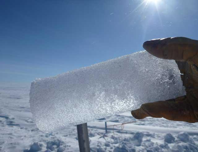 núcleo de hielo extraído del acuífero de Groenlandia
