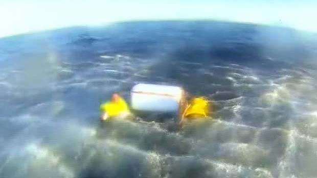 Nevera salva a dos pescadores australianos