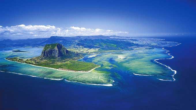 ilusión de cascada submarina en Isla Mauricio