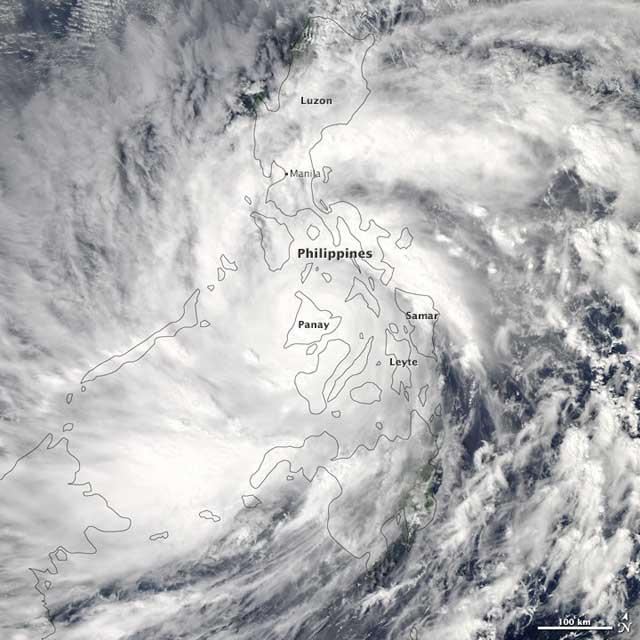 el súper tifón Haiyan sobre las Filipinas el 8-11-2013