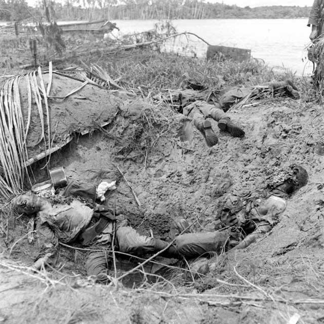 Tres americanos muertos, Buna Beach, 1943