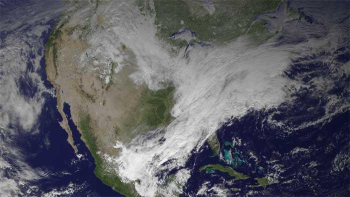 aire húmedo del Golfo de México y el aire frío desde Canadá moviéndose a través de los EE.UU.