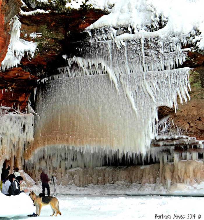 catarata de hielo en el Lago Superior