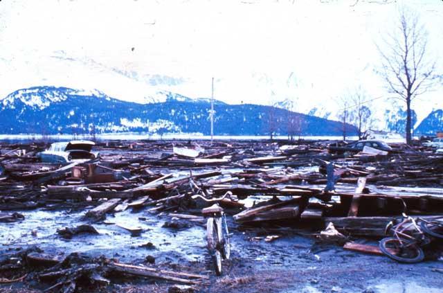 daños por el tsunami de Alaska en 1964