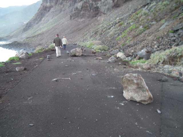 desprendimiento piedras en El Hierro tras el terremoto de 5,1