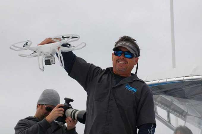 Frank Brennan y el drone de Dana Wharf Whale Watching