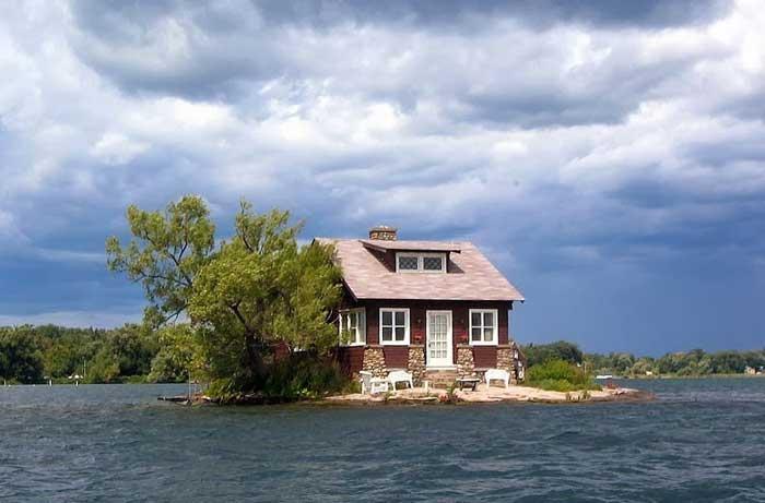 Just Room Enough Iisland, Mils islas en Canadá