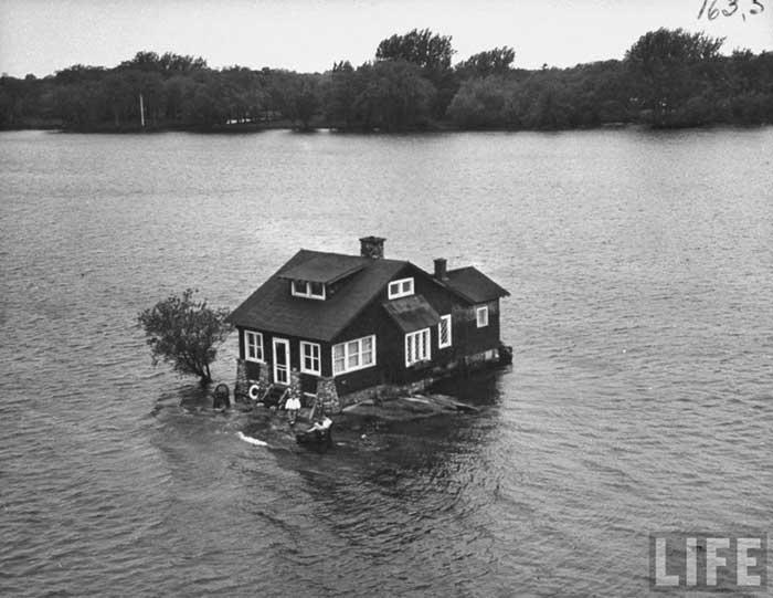 Just Room Enough Iisland, Mils islas en Canadá - foto antigua