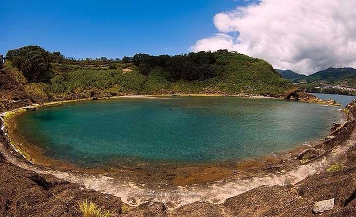 lago en el Islote de Vila Franca do Campo, Azores