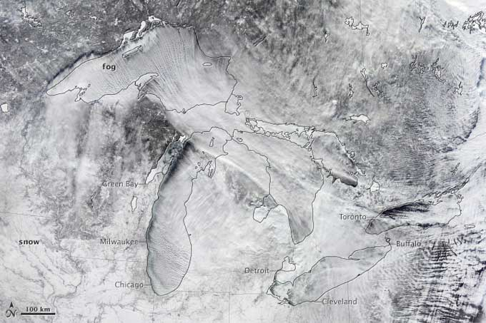 Niebla vapor en los Grandes Lagos desde satélite