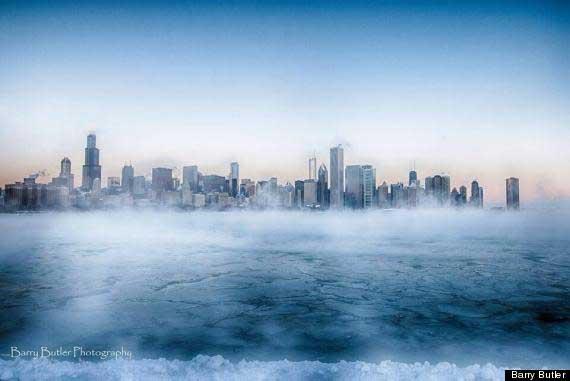 Niebla vapor sobre el lago Michigan y Chicago