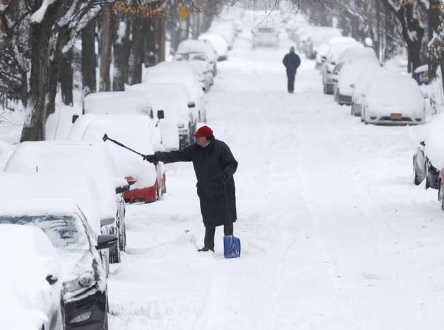 tormenta de nieve en Estados Unidos, coches nevados