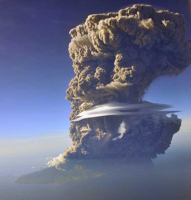 erupción del volcán Sangeang Api, Indonesia
