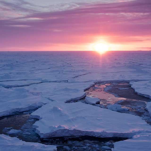 Olas gigantes rompen el hielo marino de la Antártida