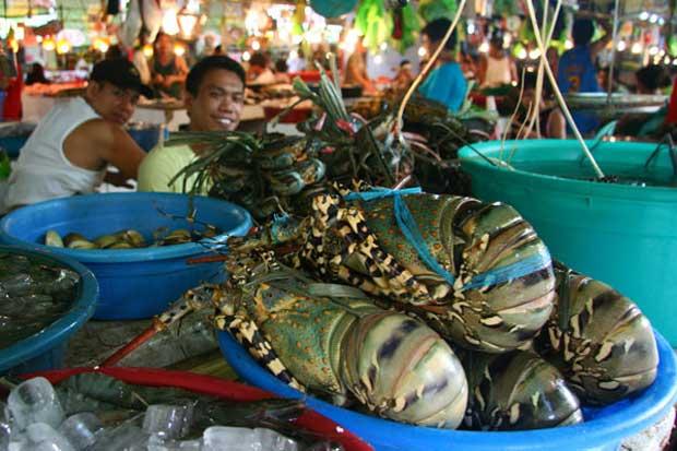 langosta tigre en un mercado de Filipinas