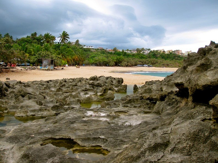 Playa Mar Chiquita, Puerto Rico, rocas de eolianita