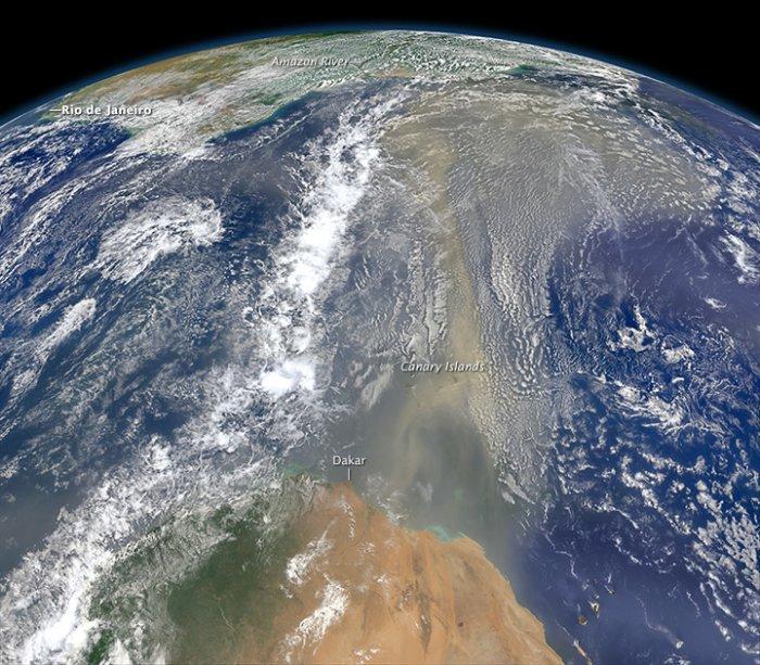 polvo del Sahara sobre el Océano Atlántico