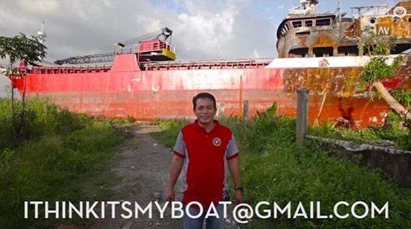 Rogelio Gula frente al MV Ligaya
