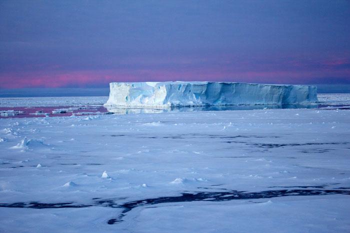iceberg tabular en la Antártida