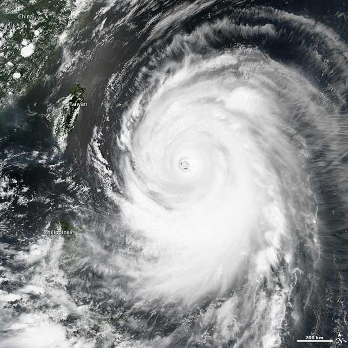tifón Neoguri desde satélite