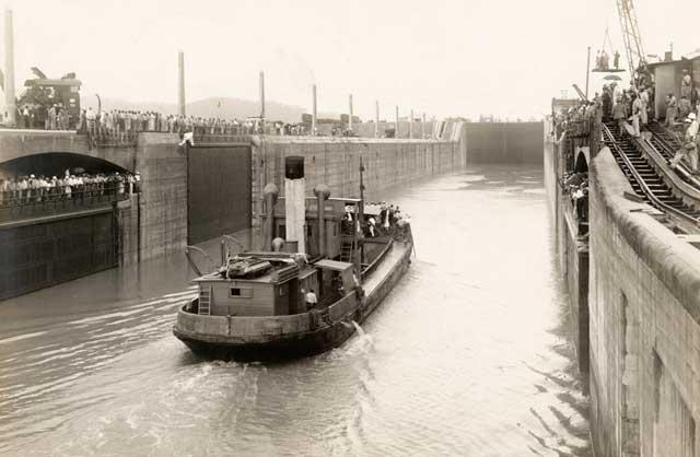 primer barco en cruzar el canal de Panamá