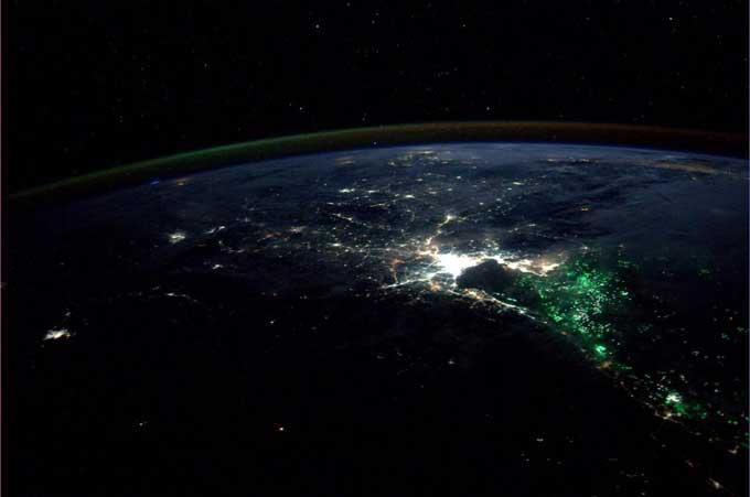 misterioso resplandor verde en Bangkok desde el espacio