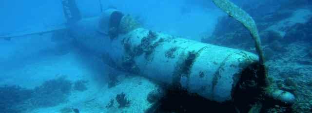 avión sumergido de la II Guerra Mundial