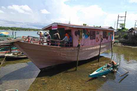 escuela flotante en Filipinas