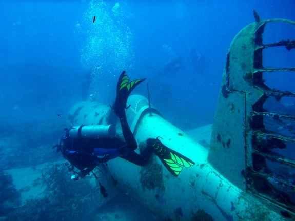 pecio de avión de la Segunda Guerra  Mundial
